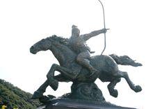 Statue of Oda Nobuaga which stands in front of Gifu Castle #Samurai