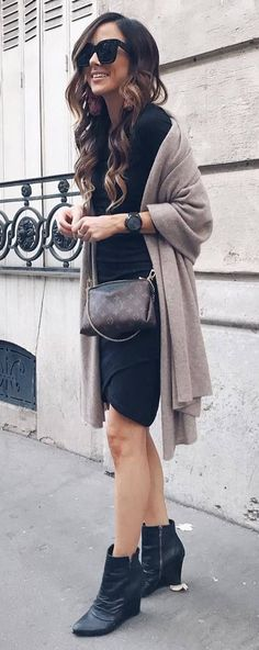 black and nude fashion trends / dress + bag + boots + cashmere scarf Boho Outfits, Trendy Outfits, Work Attire Women, Autumn Fashion Casual, Clothes For Women, My Style, Winter, Concert Outfits, Cashmere Scarf