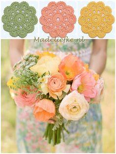 Madeliefke gehaakte bloemonderzetters