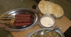 """Originalmente o Kafta é feito com carne de carneiro, mas essa é uma receita """"abrasileirada"""" e também muito gostosa! Esse """"churrasco árabe..."""