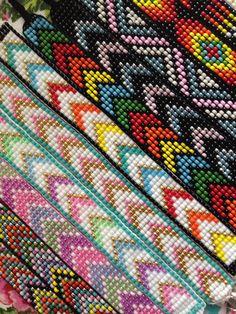 Bead Loom Bracelets, Beaded Bracelet Patterns, Bead Loom Patterns, Beading Patterns, Beaded Earrings, Bead Jewellery, Loom Beading, Friendship Bracelets, Weaving