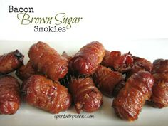 Football food--Bacon Brown Sugar Smokies Be sure to Pin this recipe (just click the photo) for next time you are looking for a quick appetizer! Quick Appetizers, Appetizer Recipes, Snack Recipes, Cooking Recipes, Drink Recipes, Bacon Wrapped Smokies, Lil Smokies, Tapas, Brown Sugar Bacon