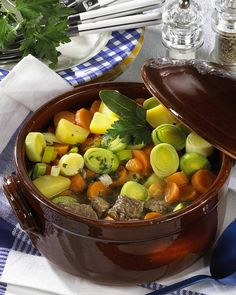 Pichelsteiner-Eintopf Our popular recipe for Pichelsteiner stew and more than other free recipes at LECKER. Healthy Dishes, Healthy Recipes, Free Recipes, Classic Stew Recipe, Recipe Stew, A Food, Food And Drink, Vegetable Soup Healthy, Yum Yum Chicken