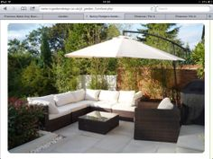 This is a good idea, corner sofa with a large parasol. Garden Furniture, Furniture Decor, Outdoor Furniture Sets, Outdoor Decor, Garden Shed Kits, Garden Ideas, Corner Seating, Corner Sofa, Gardens