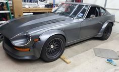 So torn on this hood..... low rise cowl that I put additional vents in . Thoughts? #v8datsun #240z #nolovez #datsun