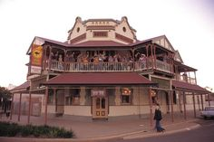 It is estimated that Western Australia's Goldfields once had the highest concentration of hotels per head of population in Australia. Australia Hotels, Australia Living, Western Australia, Boulder Hotels, Lost Hotel, Old Pub, Vintage Hotels, Historical Architecture, Best Places To Eat