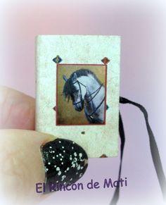 Caja-libro de caballos, escala 1/12, miniatura para casas de muñecas. de ElRincondeMati en Etsy