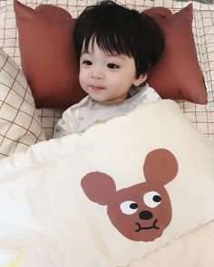 Such a cute Baby~ - Motherhood & Child Photos Cute Baby Boy, Cute Little Baby, Little Babies, Cute Boys, Cute Asian Babies, Korean Babies, Asian Kids, Cute Baby Videos, Cute Baby Pictures
