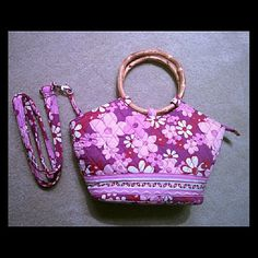 Flash sale.. Crossbody bag Pink floral with wooden handle bag. In great condition Bags Crossbody Bags
