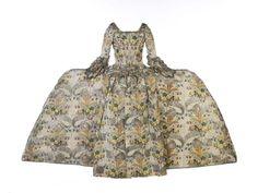 mantua-gown-5-rear