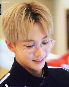 """446 Me gusta, 1 comentarios - YOON JEONGHAN (@jeonghan_update) en Instagram: """"[170928] ICN . . . Cr : Aswatermarked #yoonjeonghan #jeonghan #seventeen #정한 #scoups #mingyu…"""""""