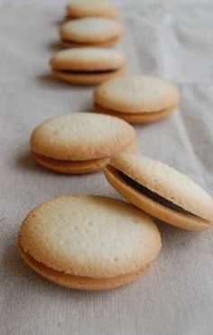 Luxurious Egg White and Almond Flour Cookies Recipe by cookpad. Baking Recipes, Cookie Recipes, Dessert Recipes, Egg White Dessert, Egg White Cookies, Japanese Cookies, Egg White Recipes, Almond Flour Cookies, Sushi Recipes