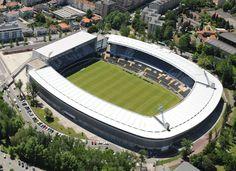 El estadio D. Afonso Henriques es un estadio de Fútbol en la ciudad de Guimarães en Portugal, el estadio fue remodelado para recibir la Eurocopa 2004. Actualmente es la sede del Vitoria SC, el club de fútbol de la ciudad.