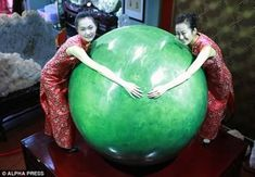 - * World's Largest Luminous Pearl * - This huge pearl weighs 6 tons and measures 5.24 ft (1.6 m) in diameter. Pearls are more highly valued than diamonds in China. Valued at : USD $301.197 million or 2 billion yuan (¥) -