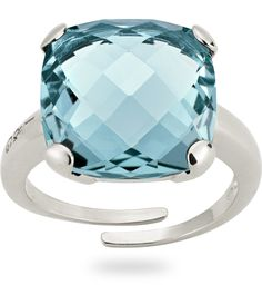 925 white silver ring with 8.50 ct. of non natural blue topaz