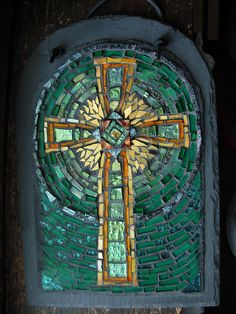 Celtic Cross Mosaic in Green and Amber by Margaret Almon   Flickr - Photo Sharing! Celtic Signs, Celtic Art, Celtic Crosses, Celtic Dragon, Stained Glass Designs, Mosaic Designs, Catholic Art, Religious Art, Mosaic Glass