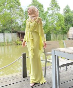 Dress Brokat Muslim, Gaun Dress, Muslim Dress, Dress Muslim Modern, Muslimah Wedding Dress, Hijab Dress Party, Sleeves Designs For Dresses, Bridesmaid Dress Colors, Dressy Dresses