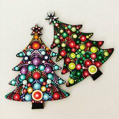 Custom Christmas tree ornaments on wood in shape of a tree Unique Christmas Ornaments, Christmas Decorations To Make, Christmas Art, Dot Art Painting, Mandala Painting, Mandala Dots, Mandala Design, Christmas Mandala, Mandala Art Lesson