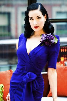 Dita Von Teese! Sexy Burlesque dancer & the most famous Pin Up of our time.