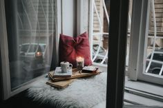 Check out these 4 simple and easy ways you can create your own meditation room. Because, creating a meditation room or meditation space in your home will help you immensely on keeping up with a regular practice. Care Box, Meditation Space, Trendy Tree, How To Do Yoga, Home Interior, Interior Design, Introvert, Hygge, Warm And Cozy