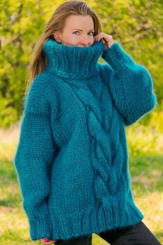 New green cable knit mohair sweater thick jumper hand knit turtleneck pullover Pretty Outfits, Stylish Outfits, Fashion Outfits, Fashion Trends, Thick Sweaters, Cable Knit Sweaters, Mohair Sweater, Pullover, Turtle Neck