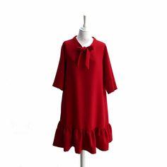 Petite robe rouge avec volants, noeud, manches 3/4, longueur au genou