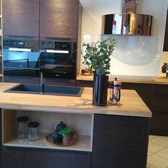 Bilderesultat for røroshetta luna Kitchen Inspiration, Kitchens, Videos, Table, Photos, Furniture, Instagram, Home Decor, Italia