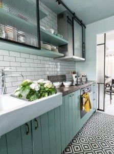 New Kitchen Colors Country Shelves Ideas Kitchen Tiles, Kitchen Flooring, New Kitchen, Vintage Kitchen, Mint Kitchen, Kitchen Sink, Kitchen Black, Modern Retro Kitchen, Kitchen Island