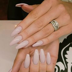 Coffin nails long neutral simple glam