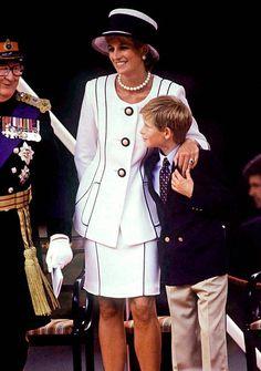 2,394 Princess Diana White Photos and Premium High Res Pictures Princess Diana Fashion, Princess Diana Pictures, Princess Diana Family, Royal Princess, Princess Of Wales, Lady Diana Spencer, Prince Harry, Prince William And Harry, Princesa Diana
