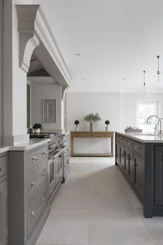 The White House, Beaconsfield Contemporary Kitchen Project - Humphrey Munson - Open Plan Kitchen Design Kitchen Mantle, Home Decor Kitchen, Home Kitchens, Rustic Kitchen, Küchen Design, Home Design, Layout Design, Design Ideas, Inspiration Design
