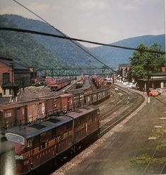 A pair of E units entering the yard at Renovo, PA Ho Model Trains, Railroad Pictures, Railroad History, Pennsylvania Railroad, Railroad Photography, Train Art, Rail Car, Rolling Stock, Model Train Layouts