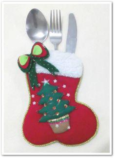 portacubiertos navideños - Buscar con Google Christmas Fair Ideas, Felt Christmas Decorations, Christmas Ornaments To Make, Christmas Mom, Christmas Tablescapes, Christmas Sewing, Christmas Items, Felt Ornaments, Christmas Projects