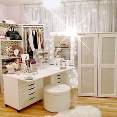 CLICK TO DOWNLOAD Your Elegant Makeup Beauty Room Checklist & Idea Guide to see the amazing #beautyroom décor and #makeup organization used and inspired by top Beauty #Bloggers.  This is also a great  (Top For Teens Room Decor)