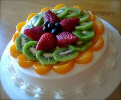 Asuan b day cake! Eat Now Cry Later: Fruit filled sponge cake Fruit Sponge Cake, Fresh Fruit Cake, Sponge Cake Recipes, Easy Cake Recipes, Frosting Recipes, Fruit Recipes, Dessert Recipes, Chinese Sponge Cake Recipe, Sponge Recipe