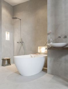 Bathroom with a beautiful bath and a cool gray wall (beautiful bathroom with . - Bathroom with a beautiful bath and a cool gray wall (beautiful bathroom with tadelakt) -