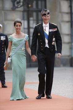 From Denmark attended Prince Joachim and Princess Marie the wedding of Prince Carl Philip and Miss Sofia Hellqvist. Princess Marie was dressed in a light green Alberta Ferretti gown.