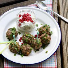 Rezept: Orient-Hackbällchen mit Minzjoghurt