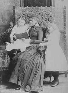 Mrs. Ramsay and her children, Montreal, QC, 1891.