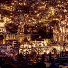 Peras con manzanas San Miguel de Allende San Miguel de Allende es una ciudad en el estado mexicano de Guanajuato, entre las ciudades de León y Guanajuato, la capital del estado, en el centro de la República Mexicana, también conocido como El Bajío... #amaradestiempo