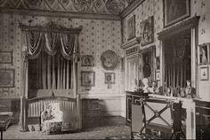 Queen Victoria's bedroom in Buckingham Palace