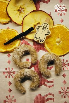 Vyskúšali sme ďalšiu klasiku slovenských Vianoc – Vanilkové rožteky. Skelou správou je, že ich nemusíte sušiť, takže je to rýchli a jednoduchý recept. My sme skúsili aj sušené aj chladené. Takže je to na vás, ako si chcete rožteky, vychutnať, ak ich vysušíte tak budú ešte o kúsok viac pripomínať originál. A kedže sú hľavne …