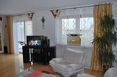 Wohnzimmer Stufengardine mit edlen Seitenschals und Doppel-V Elementen - http://www.gardinen-deko.de/wohnzimmer-stufengardine-mit-edlen-seitenschals-und-doppel-v-elementen/