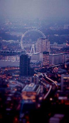London Eye by Night.. (by ubrennah on Flickr)