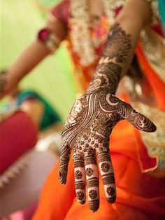 Mehndi / Henna Night before Wedding of Neha Kapur and Kunal Nayyar Dulhan Mehndi Designs, Henna Designs, Arte Mehndi, Mehndi Designs Finger, Mehndi Designs For Fingers, Bridal Mehndi Designs, Mehndi Art, Henna Mehndi, Henna Art