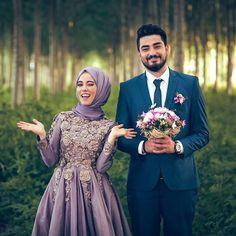 ✔ Couple Wedding Poses The Bride Hijabi Wedding, Muslim Wedding Dresses, Muslim Brides, Wedding Poses, Wedding Photoshoot, Wedding Couples, Bridesmaid Dresses, Muslim Wedding Photos, Wedding Ideas