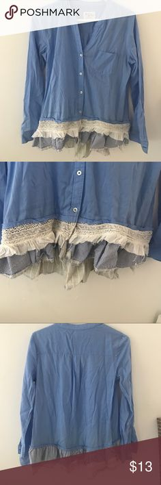 Holding Horses Button down with ruffle bottom Holding Horses Button down with frayed ruffled bottom. size 2 holding horses Tops Button Down Shirts