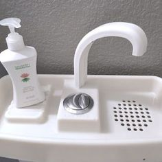 Change your toilet lid into a sink in less than 5 minutes and start saving gallons of water every day!SinkTwice replaces your existing toilet lid, and is designed to rest on top of most toilet tanks made in the last 15 years.WASH YOUR HANDS WITH CLEAN WATER AND FLUSH THE SUDS AWAY.HELP REDUCE WATER CONSUMPTION!Have you ever felt like you are wasting water with a quick hand wash? With drought and a lack of precipitation, it is a crucial time for water conservation.TRANSFORM YOUR TOILET ...