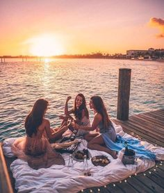 23 Sweet Summer Travel Photo Ideas with Best Friends 23 Sweet Summer Travel Photo Ideas with Best Friends,Visionboard Related Vintage Summer Vibes Inspiration Bilder - - summer vibesFive Female. Photos Bff, Best Friend Photos, Best Friend Goals, Friend Pics, Bff Pics, Summer Vibes, Summer Nights, Shotting Photo, Cute Friend Pictures