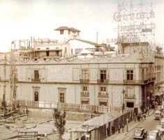 La Casa de los Perros a finales de los 30's fue derrumbada y empezaban a edificar el edifico guardiola que hoy en dia aun existe.